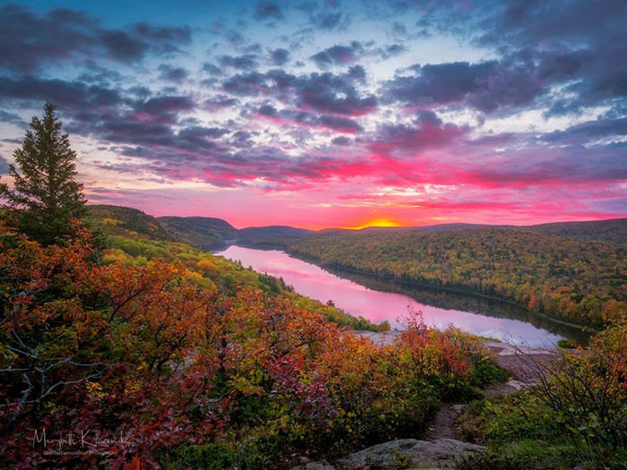 Lake of the Clouds at sunset